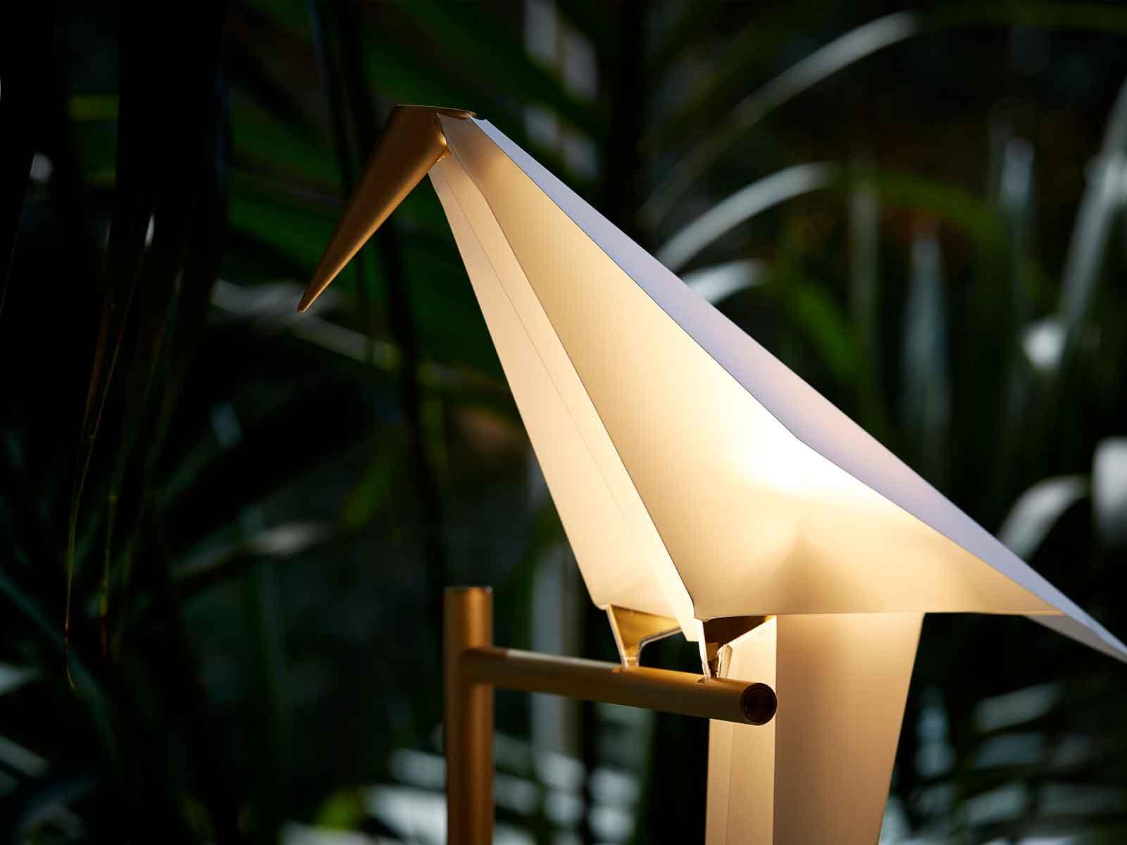 Mystisch und geheimnisvoll leuchtet die Perch Light Leuchte von Moooi