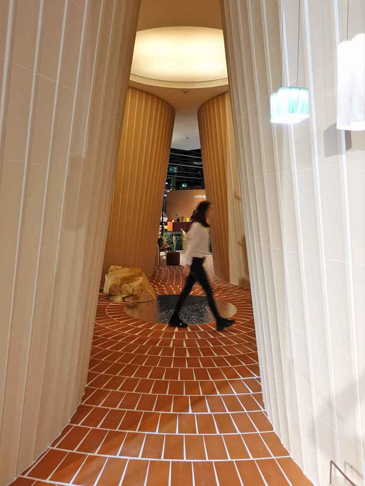 """Das Innere des Hauses """"A la Fresca"""" von MUT Design auf der Möbelmesse IMM in Köln"""