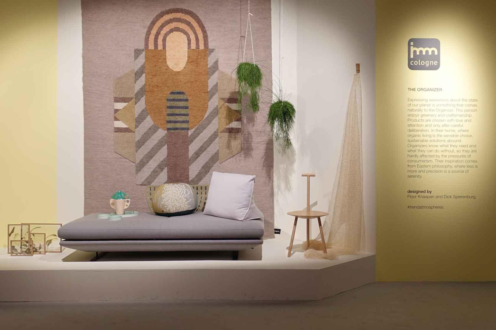 """Eine Collage aus Möbeln und Wohnaccessoires auf der Bühne """"Pure Atmospheres"""" während der IMM 2020"""