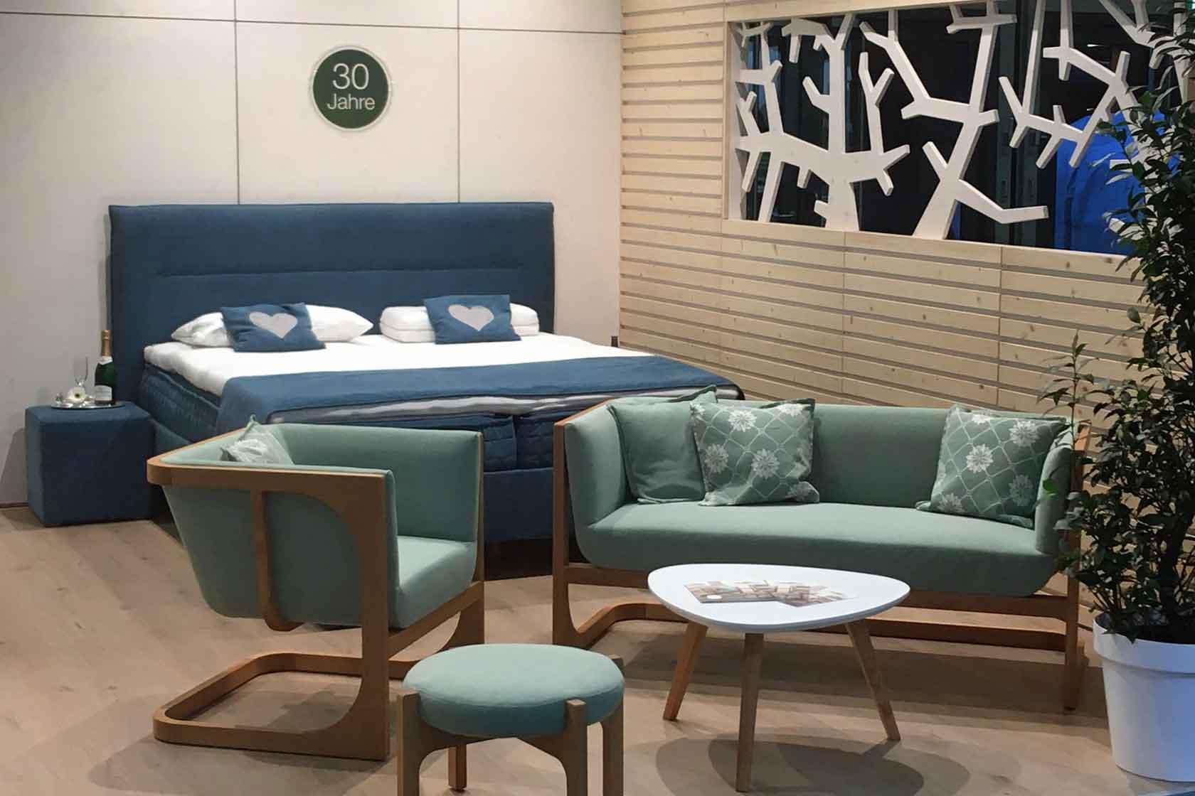 Die neuen Sitzmöbel und Polstermöbel von ProNatura am Messestand der IMM 2020
