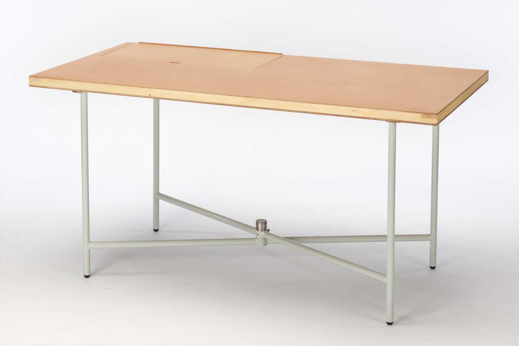 EIn Tischgestell, dass sich werkzeuglos aufbauen lässt und flach zusammenfaltbar ist