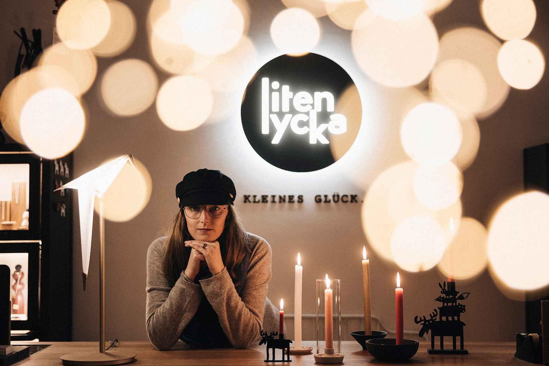 Ein Portrait von Diana Moegen in ihrem Laden liten lycka.